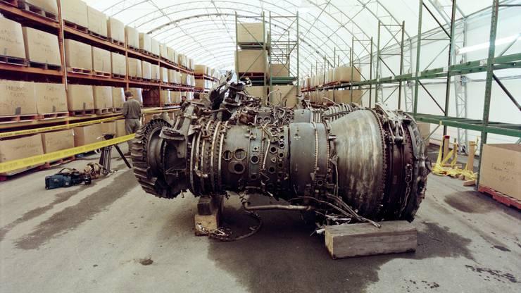 Das sind die Triebwerke in einem Hangar auf dem Gelände des kanadischen Luftwaffenstützpunktes Shearwater in Halifax.
