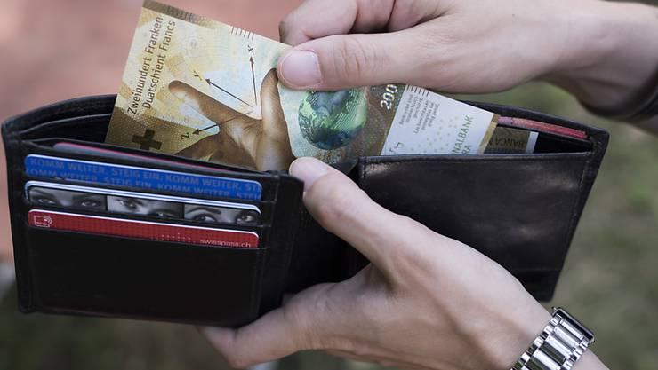 Die Arbeitnehmenden sollen wieder mehr Geld im Portemonnaie haben. Travail.Suisse und seine Mitgliedsverbände fordern Lohnerhöhungen von mindestens zwei Prozent.