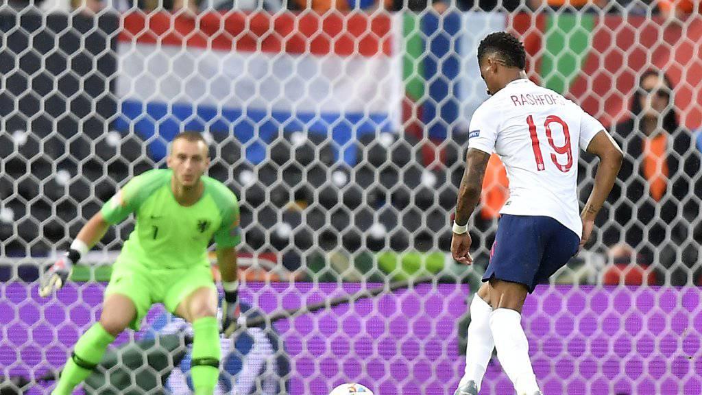 Marcus Rashford, zuvor gefoult von De Ligt, versenkt den Penalty zur Führung für die Engländer