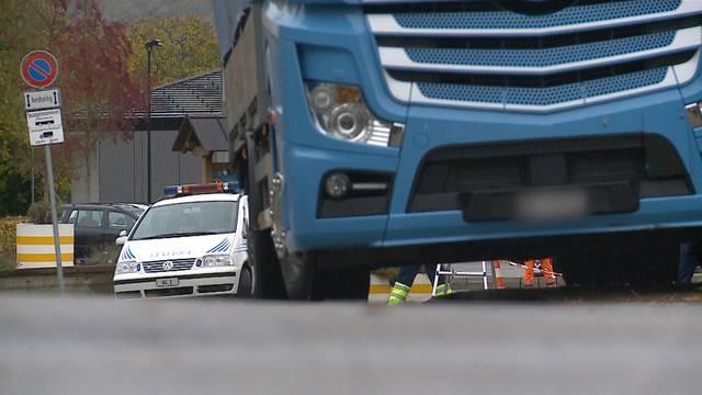 Tödlicher Unfall in Laufenburg: Lastwagen überfährt Fussgängerin (91)