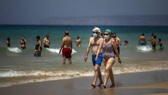 Die Expertin appelliert daran, im Urlaub solle man nicht vergessen, dass das Virus noch da ist.