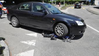 Der Fahrradfahrer hat sich bei dem Unfall verletzt und wurde vom Rettungsdienst ins Spital eingeliefert.