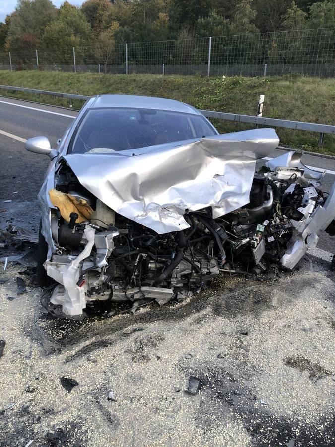 Schwerer Unfall auf A53 bei Eschenbach (© Kapo SG)