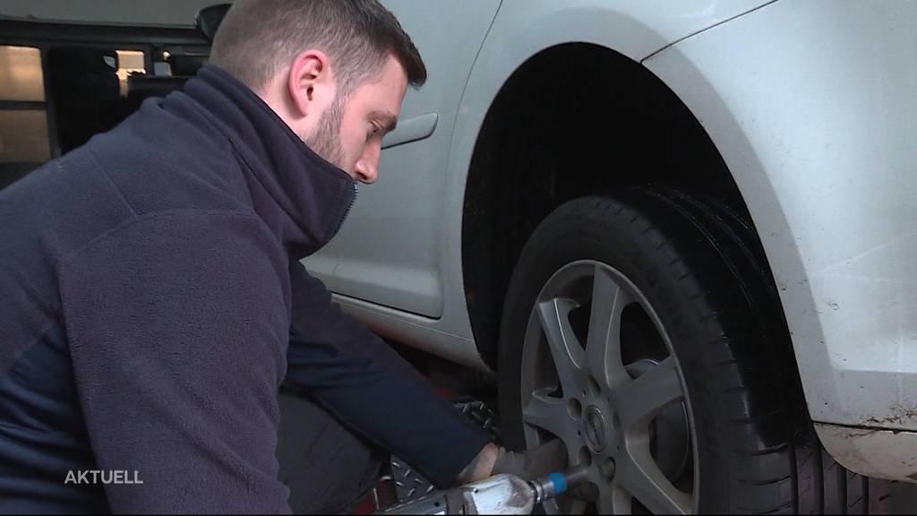 Rutschpartie: Viele Autofahrer denken erst jetzt an den Reifenwechsel