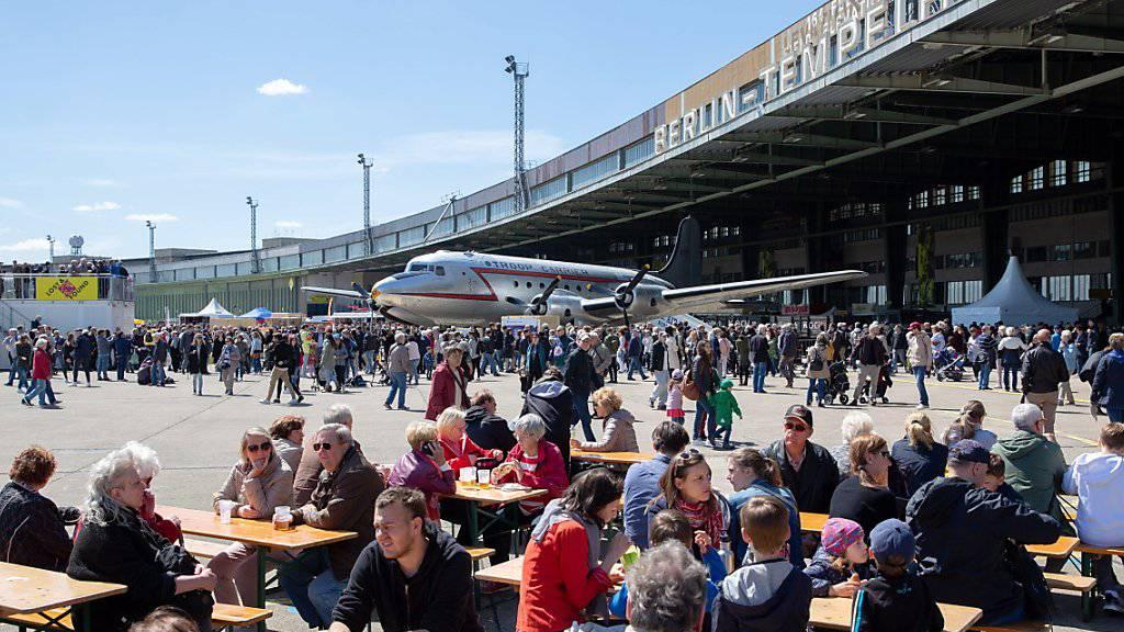 """Der Gedenktag wurde mit einem """"Fest der Luftbrücke"""" auf dem Tempelhofer Feld gefeiert."""