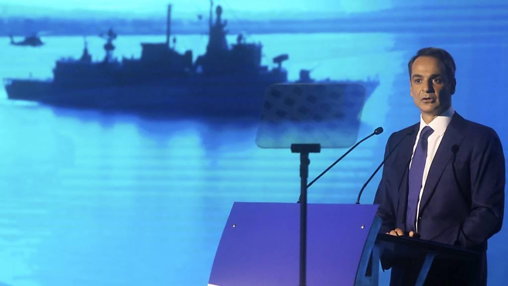Kyriakos Mitsotakis, Ministerpräsident von Griechenland, hält die jährliche Rede zur Wirtschaftslage. Foto: Giannis Moisiadis/InTime News/AP/dpa