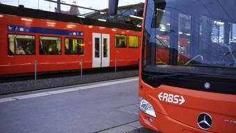 Während der Störung verkehrten auf der Strecke Lohn-Lüterkofen und Büren Bahnersatzbusse. (Symbolbild)