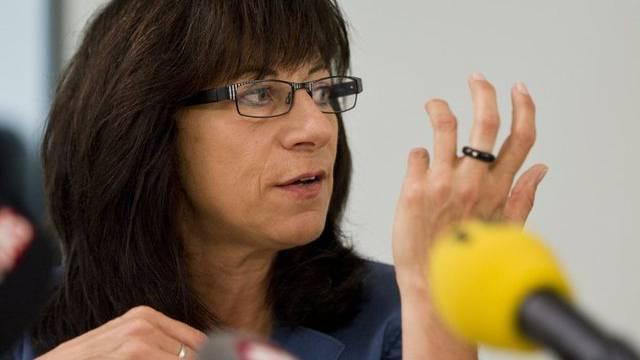 Gesundheitsdirektorin Heidi Hanselmann vor den Medien