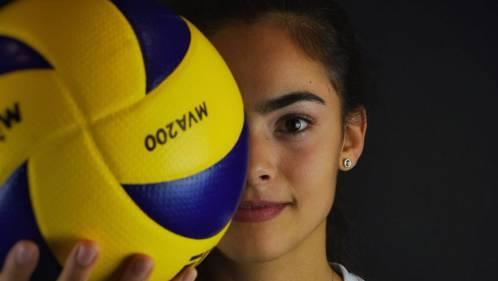Shana Zobrist, der Ball ist Teil ihres Lebens, hier im Dress vom VBC Kanti Baden