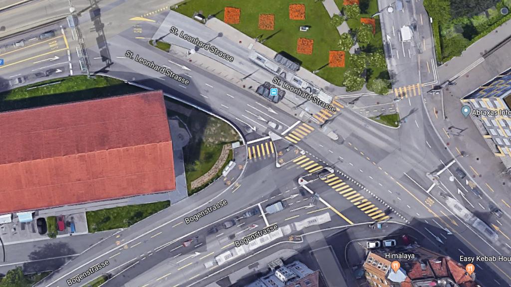 Die Kollision geschah bei der Bushaltestelle Rosenbergstrasse.