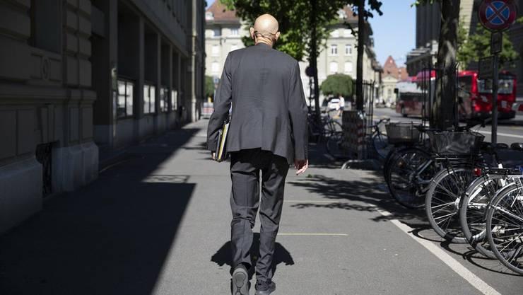 Sujet unzähliger Pressebilder: Der ehemalige Leiter für Übertragbare Krankheiten beim Bundesamt für Gesundheit, Daniel Koch, nach einer Medienkonferenz. (Bild: Keystone)