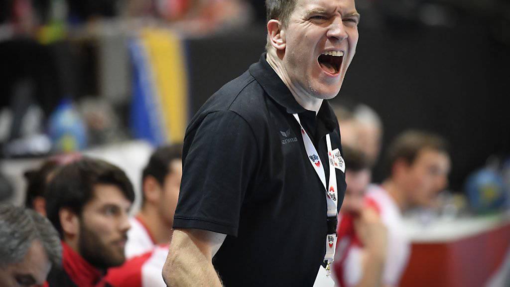 Handball-Nationaltrainer Michael Suter treibt sein Team an