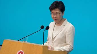 Hongkongs Regierungschefin Carrie Lam hat sich nach den Massenprotesten bei der Bevölkerung für die Kontroverse über das Gesetz für Auslieferungen an China entschuldigt.