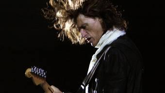 Joe Perry, Gitarrist der amerikanischen Rockband Aerosmith, hat am Samstagabend einen Schwächeanfall erlitten. Jetzt erholt er sich im Krankenhaus.