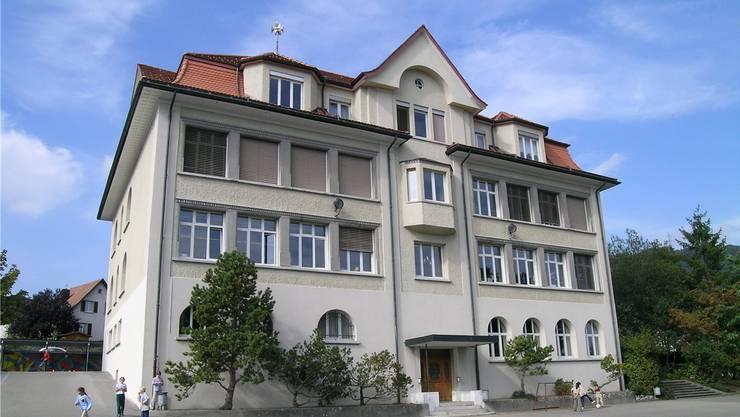 Das Schulhaus 1912 in Lostorf steht vor einem grossen Umbau, sofern der Souverän an der Urne dazu Ja sagt.