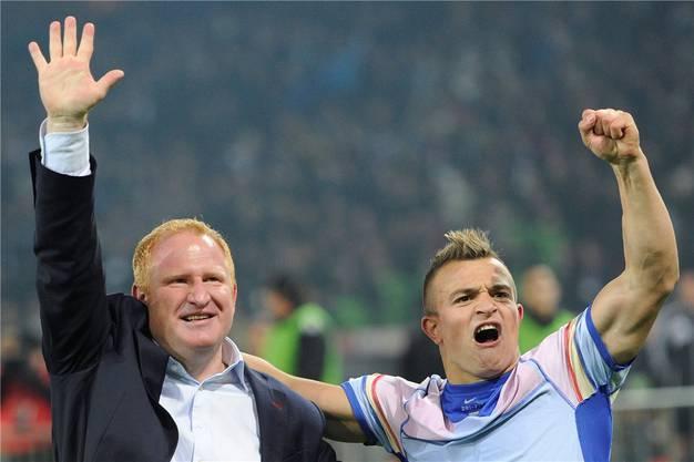 Dieses Bild gehört ab morgen der Vergangenheit an: FCB-Trainer Heiko Vogel jubelt mit Xherdan Shaqiri, den es nach München zieht.Bott/Keystone