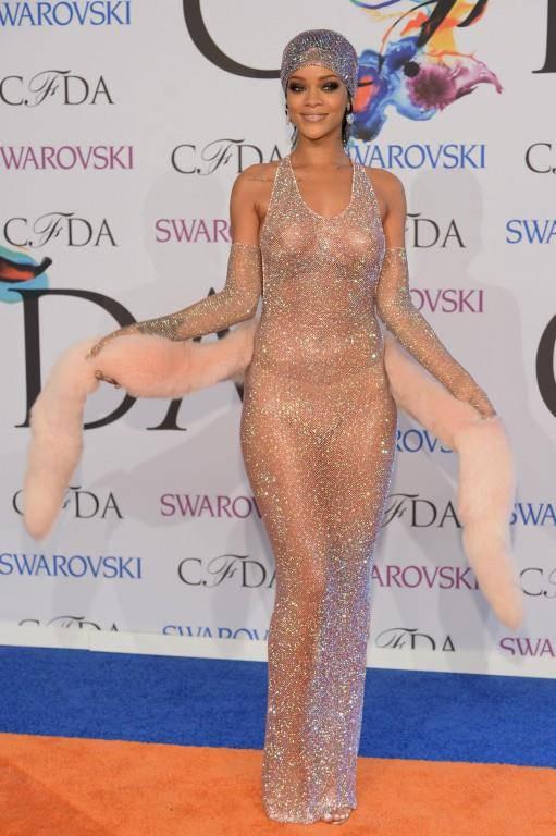 Kein Trend, ohne das ihn Rihanna nicht mitmachen würde. An der Inspiration Gala 2014 kam sie in diesem Hauch von Nichts. (© GettyImages/Keystone)