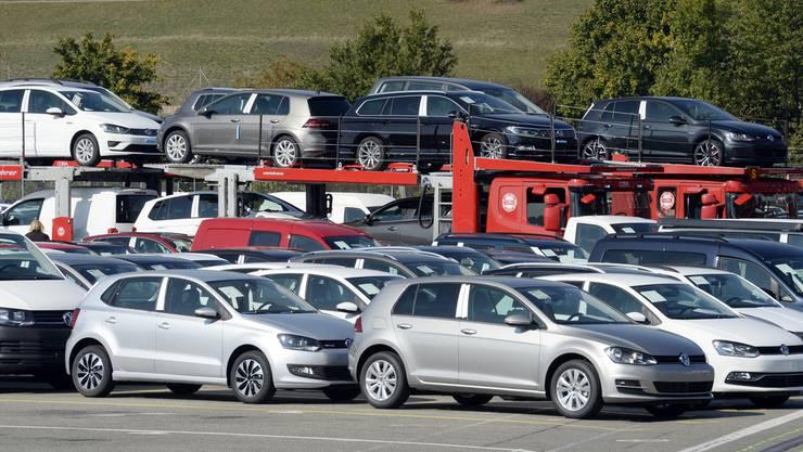 Die Autos wurden bei einem Autohaus im grenznahen Ausland geordert. (Symbolbild)