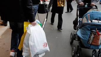 Wie lange sollen Läden in Basel offen bleiben?