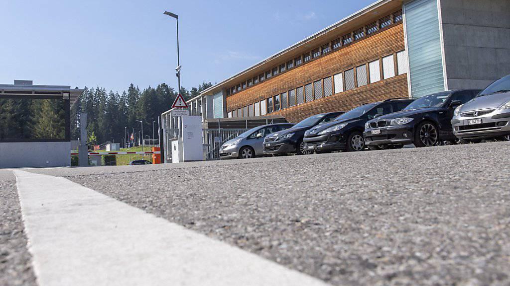 Die Armee trifft Massnahmen, nachdem im Juli in drei Kasernen zahlreiche Armeeangehörige an Durchfall und Erbrechen erkrankt waren. Eine der betroffenen Kasernen war jene im Jassbach BE.