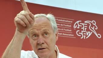 Wie der ehemalige Nationaltrainer Jakob Kuhn auf die Morddrohungen gegen Alex Frei reagiert