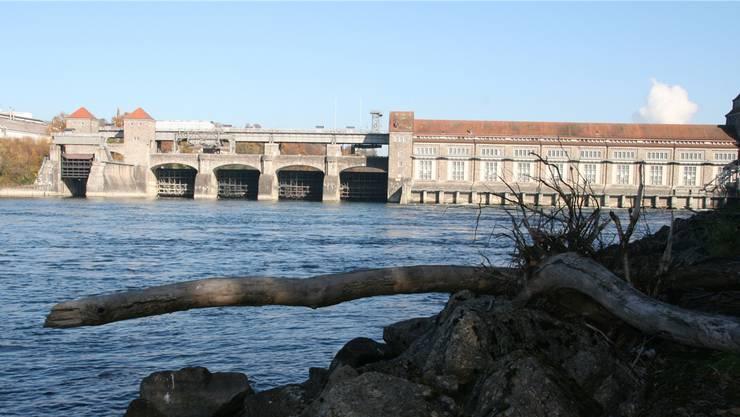 Der Rhein führte im Januar beim Kraftwerk Laufenburg nur wenig Wasser. archiv