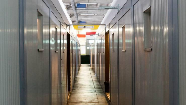 Untergebracht sind die Asylsuchenden in 41 Containern, die zuvor bei der SBB-Baustelle am Gotthard standen.