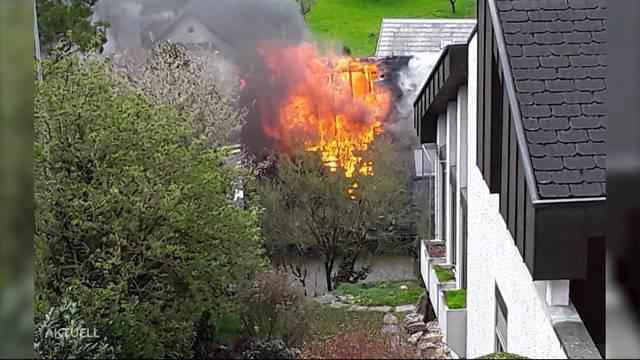 Brand in Remingen: Mutter rettet ihre 2 Kinder und sich aus Flammen