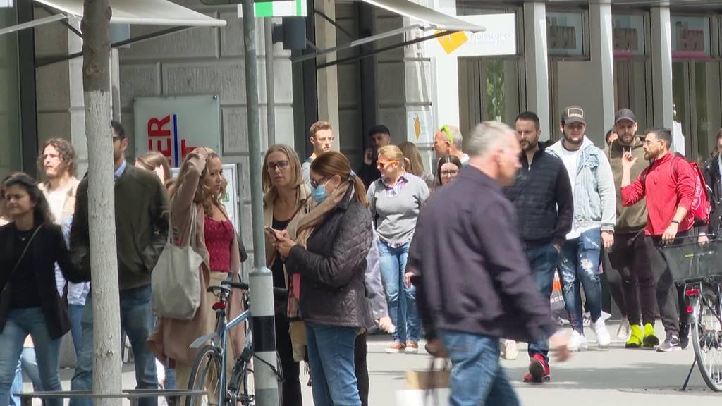 Zürich: Lockdown-Lockerungen zieht Menschen in die Einkaufsstrassen