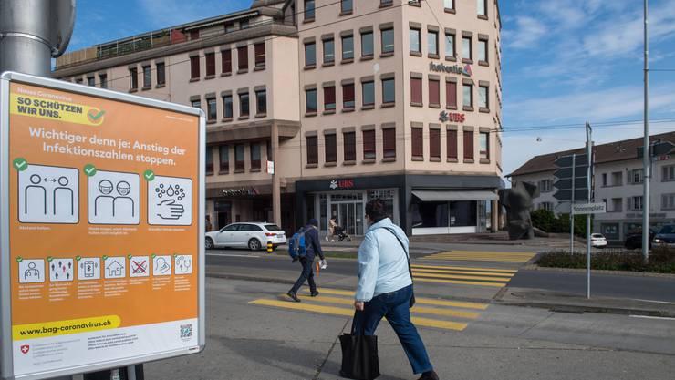 Der Kanton Luzern hat weitere Massnahmen zur Eindämmung des Virus beschlossen, darunter eine Maskenpflicht am Arbeitsplatz.