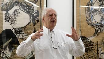 William Kentridge vor seinen Werken im Haus für Gegenwartskunst des Kunstmuseums Basel.
