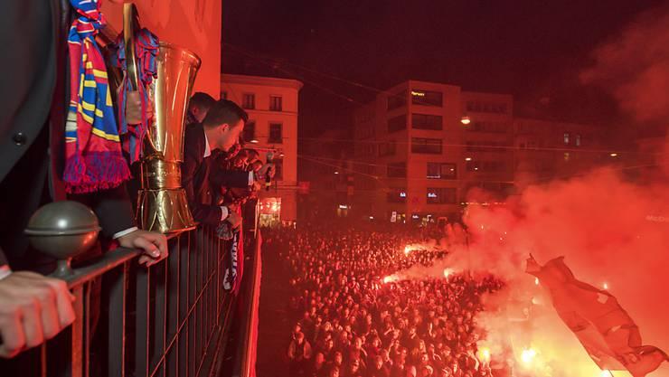 Zuerst quer durch die Stadt, und dann auf den Balkon des Papa Joe's: So will der FC Basel seinen zweiten Stern feiern.