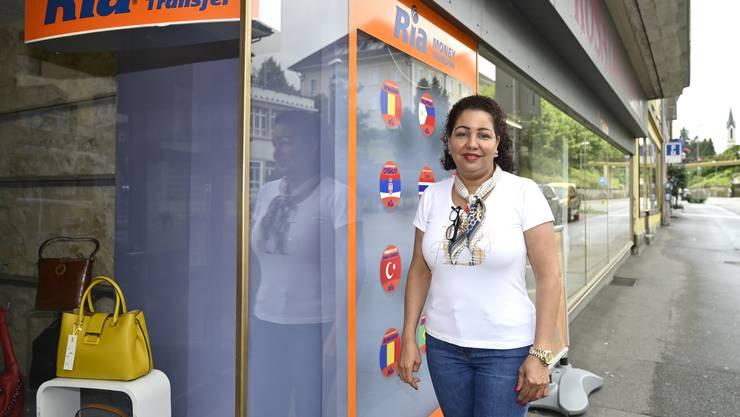 Alberta De Paiva bietet in ihrer Boutique an der Bielstrasse auch Geldtransfers an.