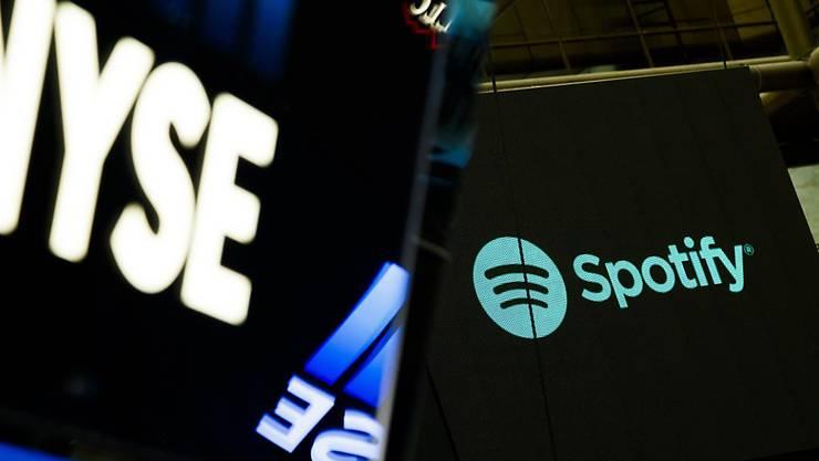Die Spotify-Aktien habe am ersten Tag ihrer Platzierung an der New Yorker Börse kräftig an Wert gewonnen.