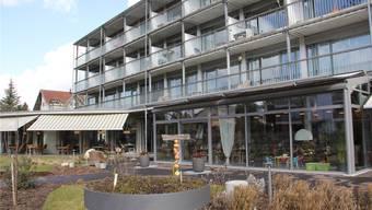 Das Pflegeheim in Lupfig verfügt über 53 Betten und rund 100 Arbeitsplätze. Am Montag sind acht Mitarbeitendeper sofort freigestellt worden.
