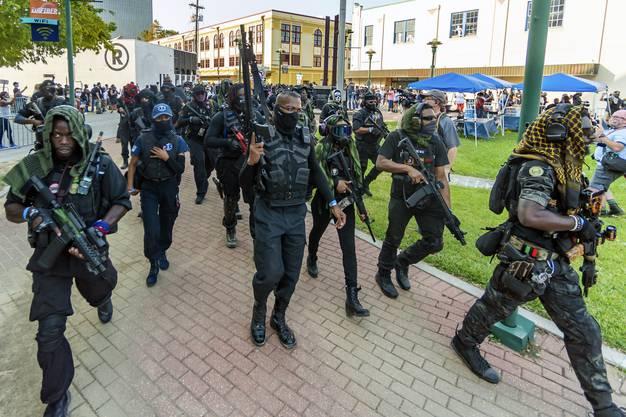 Selbsternannte Milizen (wie hier im Bundesstaat Louisiana) sorgen in Amerika immer wieder für unangenehme Stimmung.