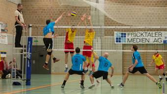 Gegen Genf blieb den Spielern von Volley Smash 05 (hinten) das Nachsehen.