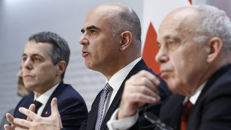 Die Bundesräte  Cassis, Berset und Maurer bei einer Pressekonferenz zum Rahmenabkommen mit der EU.