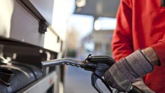 Der Benzinpreis soll ansteigen (Symbolbild)