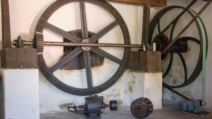 Das Getriebe in der alten Drechslerei Wismer: Die Kraft des Wasserrades wird übertragen.
