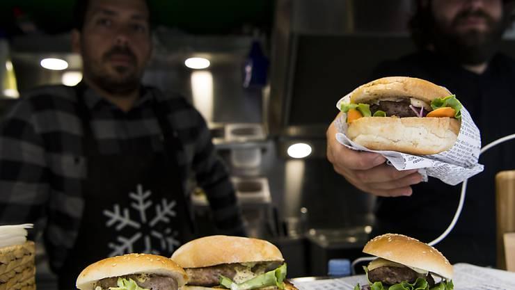 Der Hamburger ist in Frankreich immer beliebter. (Archiv)