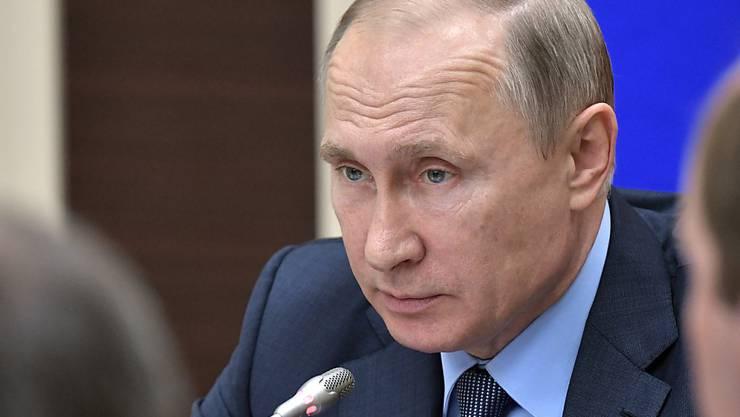 Der russische Präsident Wladimir Putin hat 755 US-Diplomaten zur Ausreise aufgefordert. Mit dem Schritt reagierte er auf den jüngsten Sanktionsbeschluss des US-Kongresses. (Archivbild)