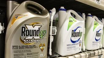 Bayer hat sich in den USA auf einen Vergleich im Rechtsstreit um angeblich irreführende Werbung für Unkrautvernichter mit dem Wirkstoff Glyphosat geeinigt. (Symbolbild)