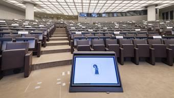 Ein Saal steht im Congress Center bereit, wo der Grosse Rat wegen den Vorsichtsmassnahmen gegen das Coronavirus tagt, in Basel, am Donnerstag, 14. Mai 2020. (KEYSTONE/Georgios Kefalas)