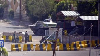 Sicherheitskräfte sperren den Zugang zur US-Botschaft ab (Archiv)