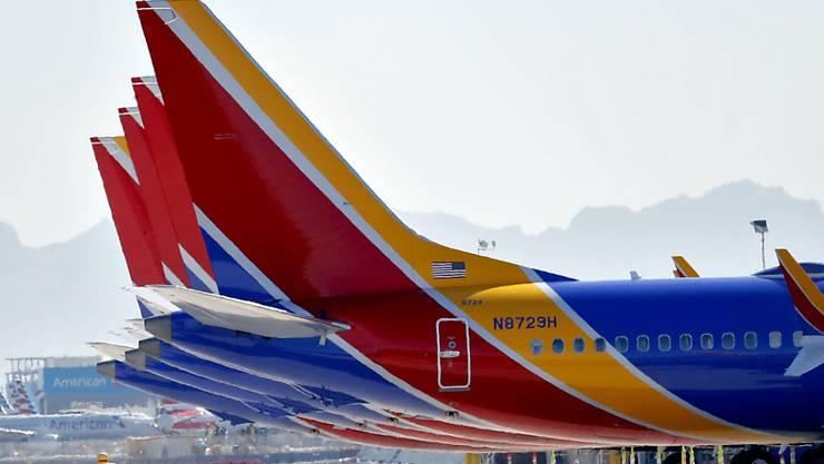 Stillgelegte Boeing-Flugzeuge des Typs 737 Max am Flughafen in der US-Stadt Phoenix. (Archivbild)
