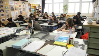 Die Lernenden der BWS Limmattal planen ihre Finanzen nach der Ausbildung.