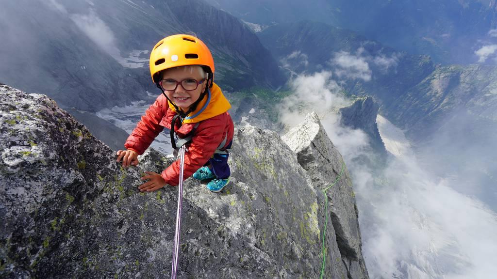 Dreijähriger besteigt den 3'308 Meter hohen Piz Badile