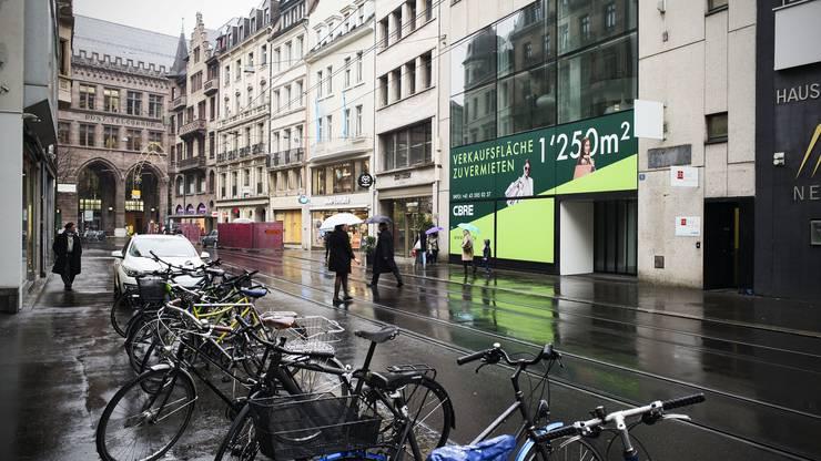 Falknerstrasse, das ehemalige Ladengebäudevon Jäggi, Thalia und Orell Füssli wird nun zu drei Läden.