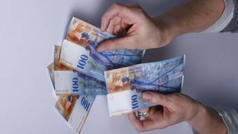 Bei einer Erhöhung des Steuersatzes müsste der durchschnittliche Baselbieter Steuerzahler wohl mehrere hundert Franken mehr pro Jahr dem Staat abliefern.